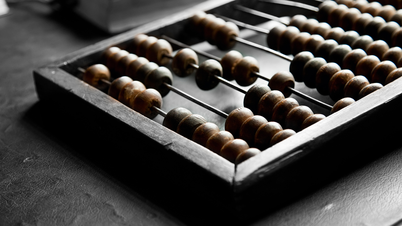 An abacus on table; image used for HSBC Flexi Saver Account page.
