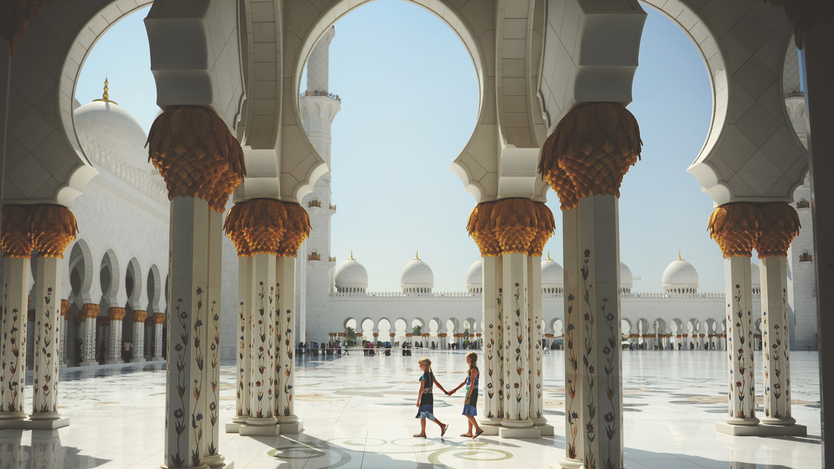 Mother and daughter visiting Grande Mosque; image used for HSBC Premier Features page.