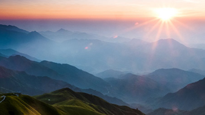 Sun rises over mountains; image used for HSBC Expat Explorer page.